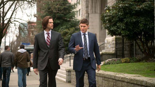 Während Sam (Jared Padalecki, l.) und Dean (Jensen Ackles, r.) eine ganze Rei...