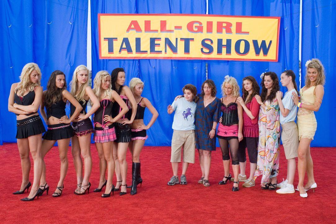 Die Talent Show beginnt für (v.l.n.r.) Jennifer Perry, Jana Kramer, Mason (Sophie Monk), Kristin Cavallari, Sabrina Song, und Audra Griffis, Lydia (... - Bildquelle: Warner Bros.