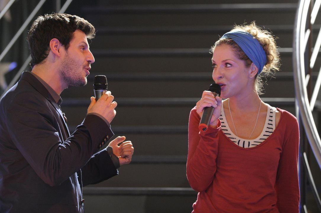 Müssen gemeinsam ein Duett singen: Nina (Maria Wedig, r.) und Luca (Manuel Cortez, l.) ... - Bildquelle: SAT.1
