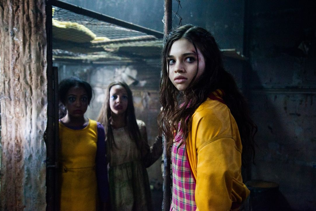 Nach der Ermordung ihrer Eltern will das sanfte Mädchen Sawa (India Eisley, r.) nur eines: Sie will deren Mörder zur Strecke bringen - und lässt sic...