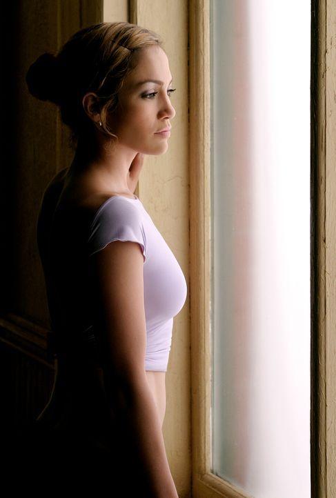 Jeden Tag fährt John Clark nach der Arbeit mit der U-Bahn nach Hause - und jeden Tag auf's neue fällt ihm eine junge Frau (Jennifer Lopez) auf, die... - Bildquelle: Buena Vista International Television