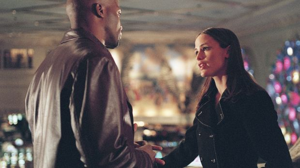 Sydneys Freundin Francie will mit ihrem Verlobten Charlie (Evan Dexter Parke,...