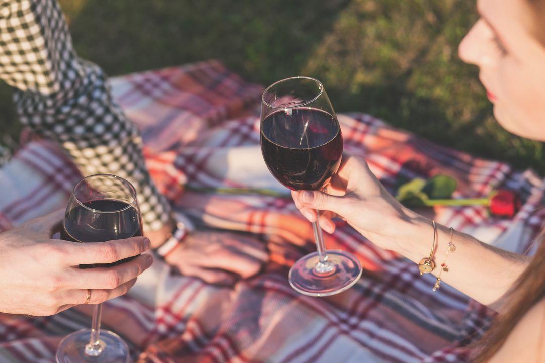 2. Wein macht glücklichOder zumindest weniger unglücklich. Ein Gläschen am A...