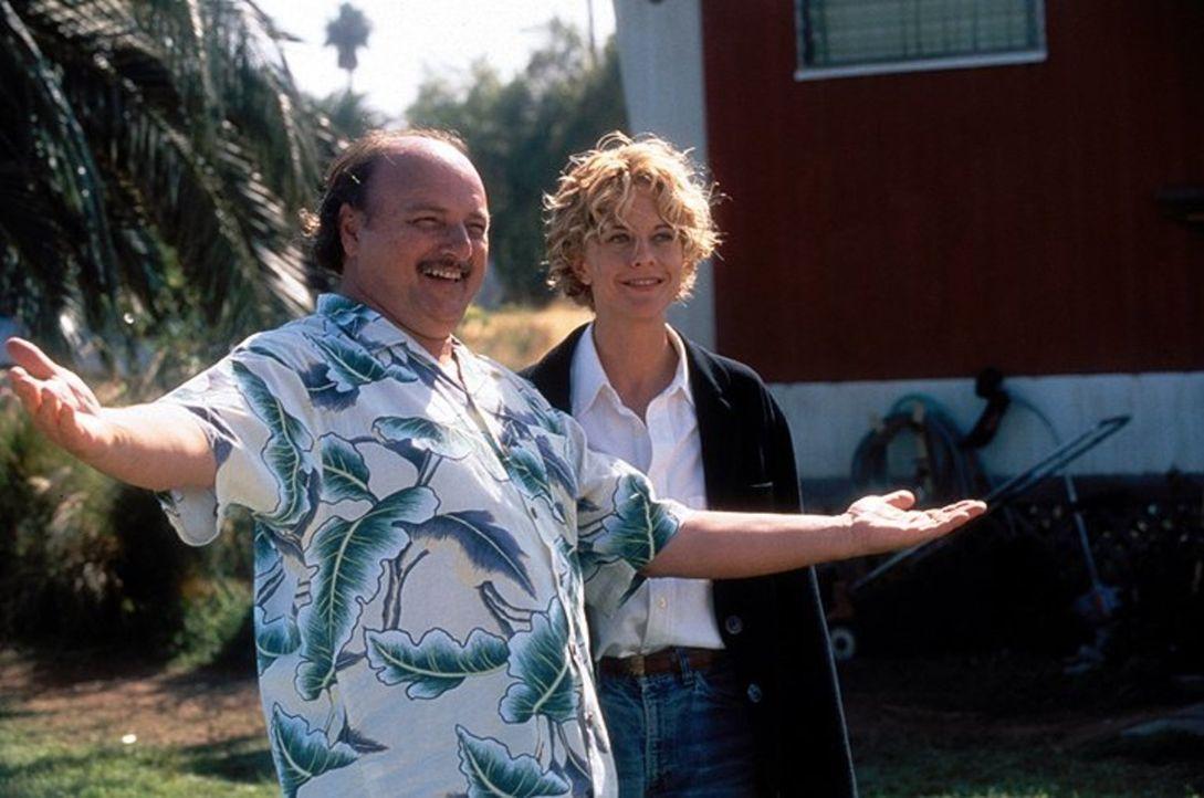 Eines Tages findet die Chirurgin Maggie (Meg Ryan, r.) den lebenslustigen Nathaniel (Dennis Franz, r.) auf dem OP-Tisch vor ... - Bildquelle: Warner Bros.