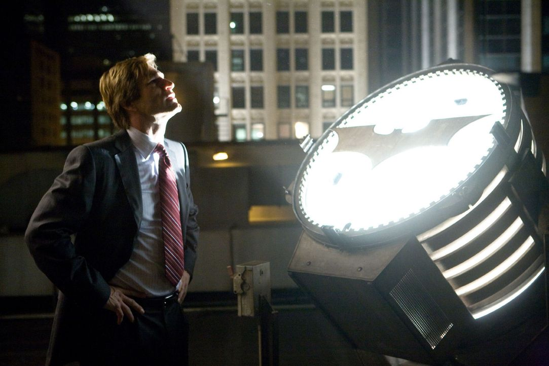 Staatsanwalt Harvey Dent (Aaron Eckhart) verliert den Glauben an das Gute ... - Bildquelle: Warner Bros.