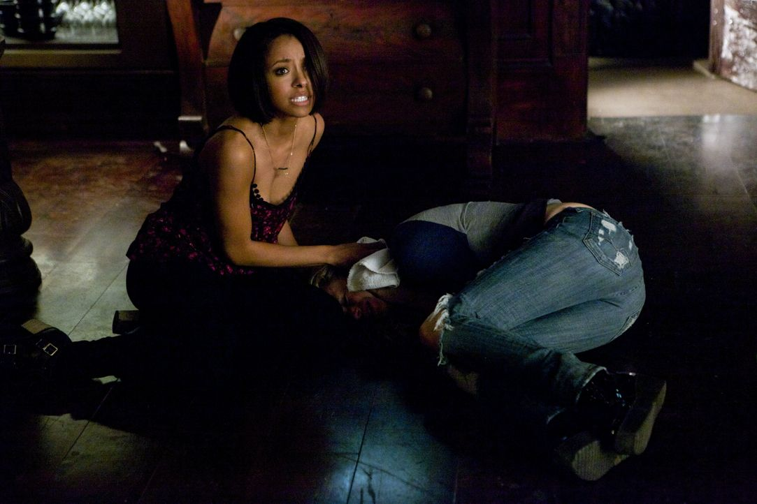Penelope liegt im Sterben - Bildquelle: Warner Bros. Entertainment Inc.