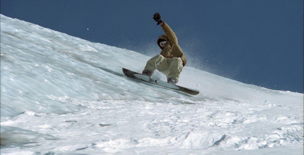 Der talentierte Snowboarder Gaspard (Nicolas Duvauchelle, r.) arbeitet in einem Snowboard-Laden in Alpe d´Huez. Seit Jahren träumt er von einer gr... - Bildquelle: Canal+