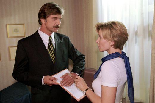 Park Hotel Stern - Diane (Eva Scheurer, r.) soll beweisen, dass sie ihrem The...