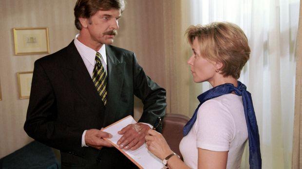 Diane (Eva Scheurer, r.) soll beweisen, dass sie ihrem Therapeuten Dr. Bang (...