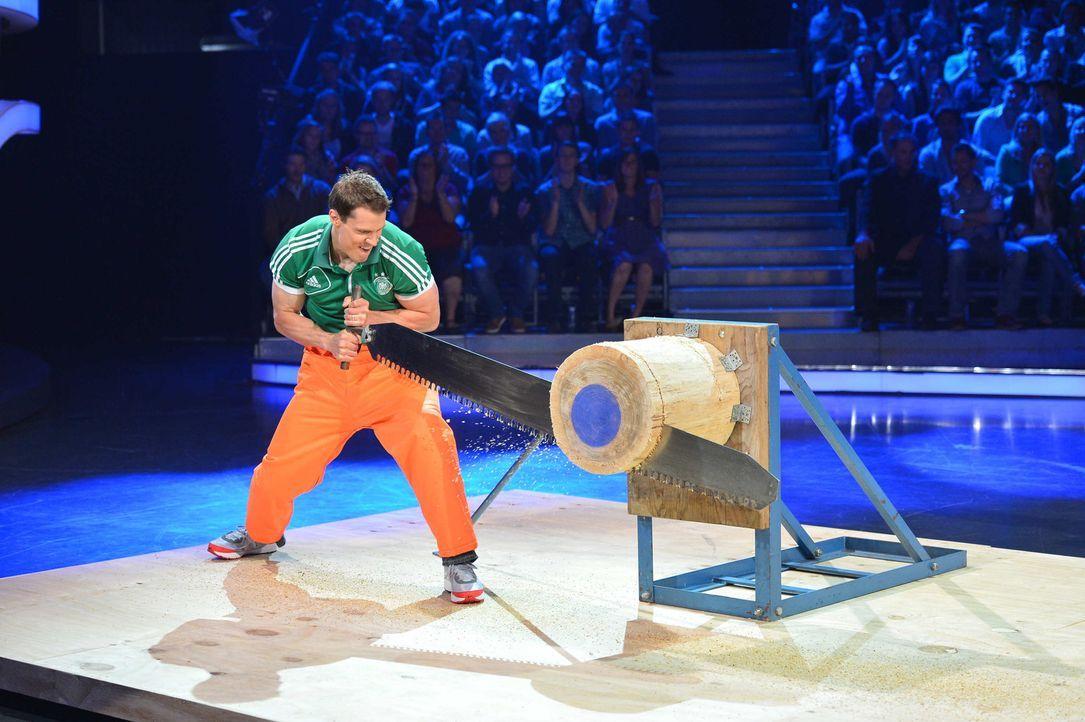 Der Herausforderer legt sich mächtig ins Zeug - es geht ja schließlich um 50.000 Euro ... - Bildquelle: Willi Weber ProSieben