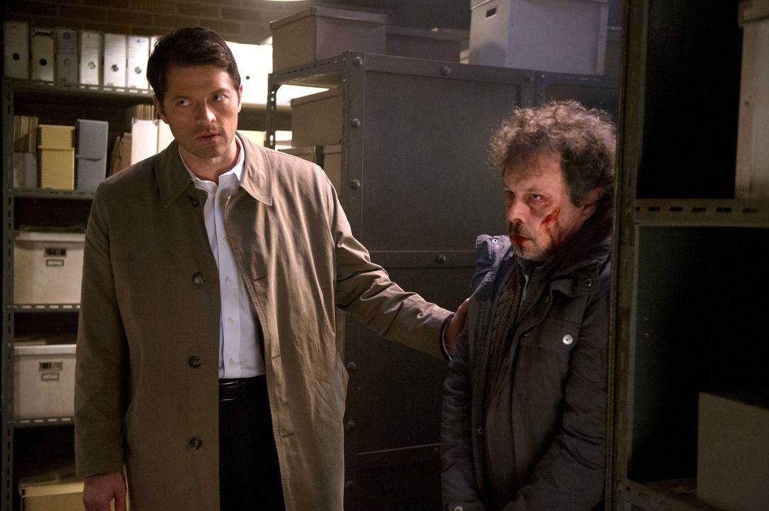 Endet Castiels (Misha Collins, l.) Plan, mit Metatrons (Curtis Armstrong, r.) Wissen endlich ein Mittel gegen das Kainsmal zu finden, in einem Desas... - Bildquelle: 2016 Warner Brothers