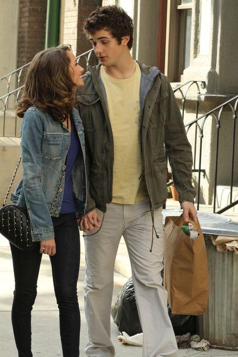Ahnen nicht, dass Gabrielle und Angie in New York sind, um sie zu finden: Ana (Maiara Walsh, l.) und Danny (Beau Mirchoff, r.) ... - Bildquelle: ABC Studios