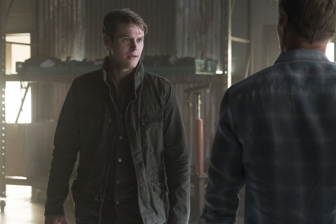 Matt (Zach Roerig) und Georgie werden in die Machenschaften der Sirene weiter hineingezogen ... - Bildquelle: Warner Bros. Entertainment, Inc.