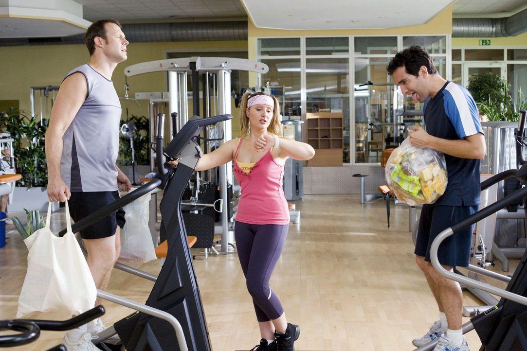 Für eingefleischte Fitness-Freunde (Hanno Friedrich, l., Thomas Held, r.) kommen immer nur die absolut neuesten Trainingsmethoden in Frage. Heutzuta... - Bildquelle: Guido Engels Sat.1