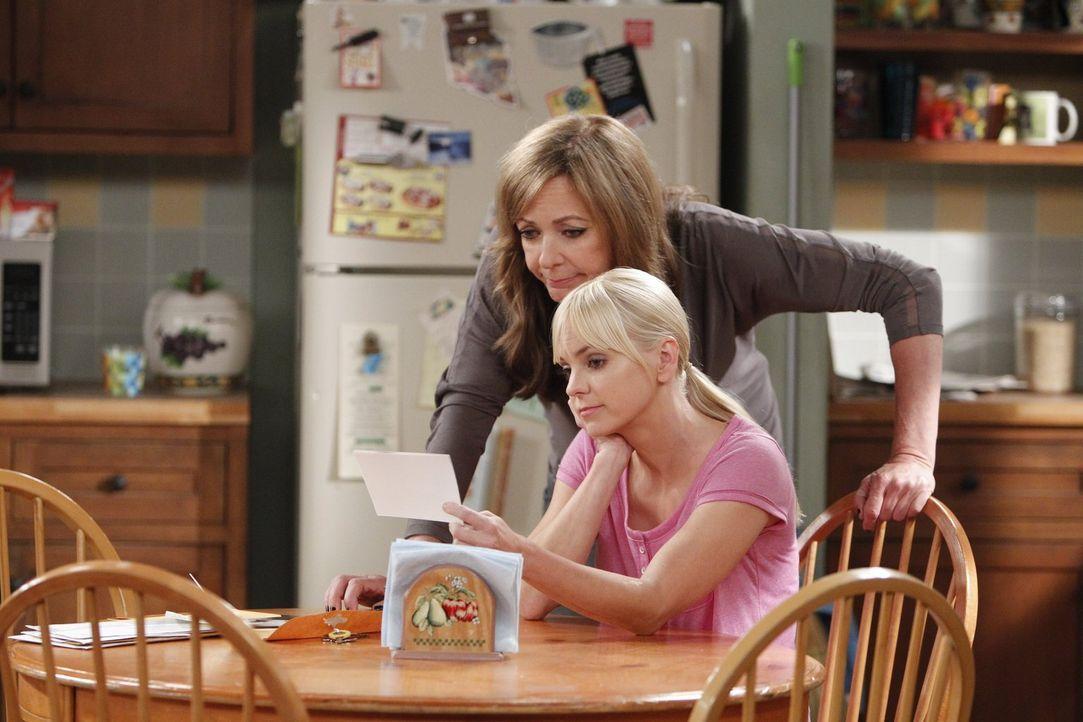 Nachdem Christy (Anna Faris, r.) die Wohnsituation der gesamten Familie gefährdet hat, ist Bonnie (Allison Janney, l.) sauer auf sie ... - Bildquelle: Warner Bros. Television