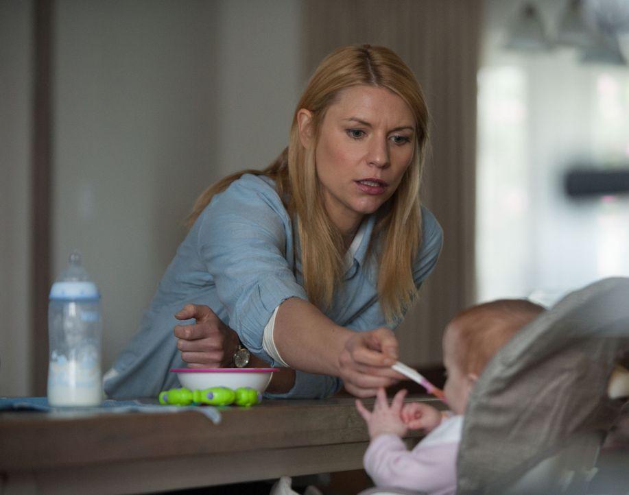 Während Quinn immer mehr die Kontrolle verliert, muss sich Carrie (Claire Danes) in den USA in ihrer Rolle als Mutter zurechtzufinden ... - Bildquelle: 2014 Twentieth Century Fox Film Corporation