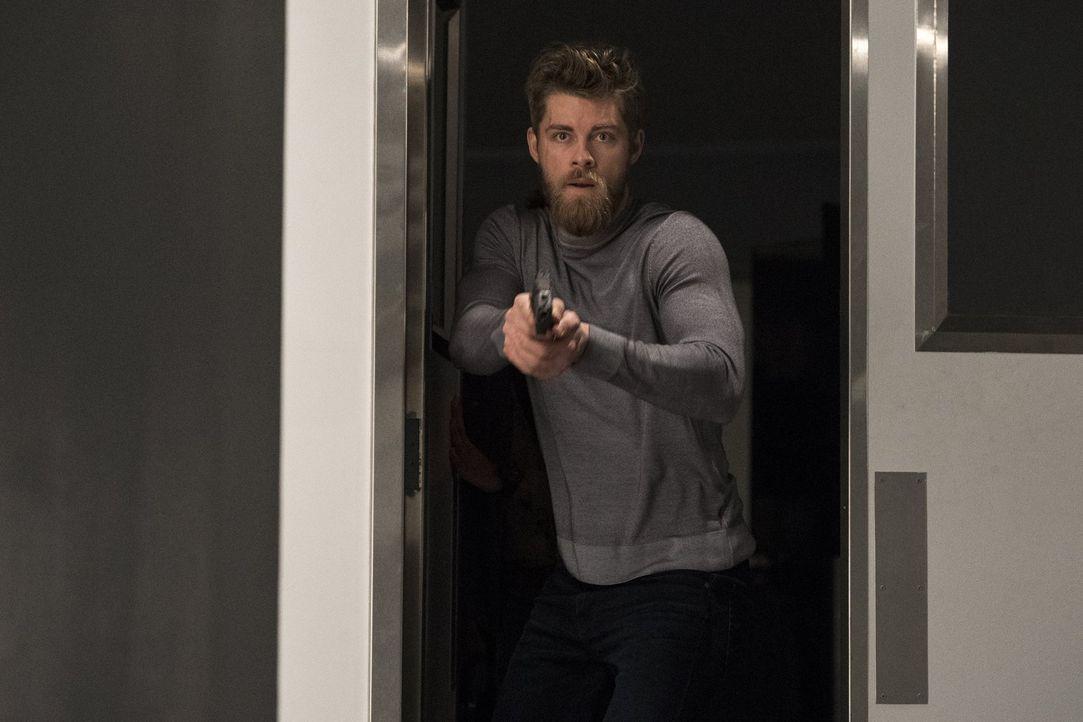 Folgt immer seinem Killerinstinkt: Roman (Luke Mitchell) ,,, - Bildquelle: 2016 Warner Brothers