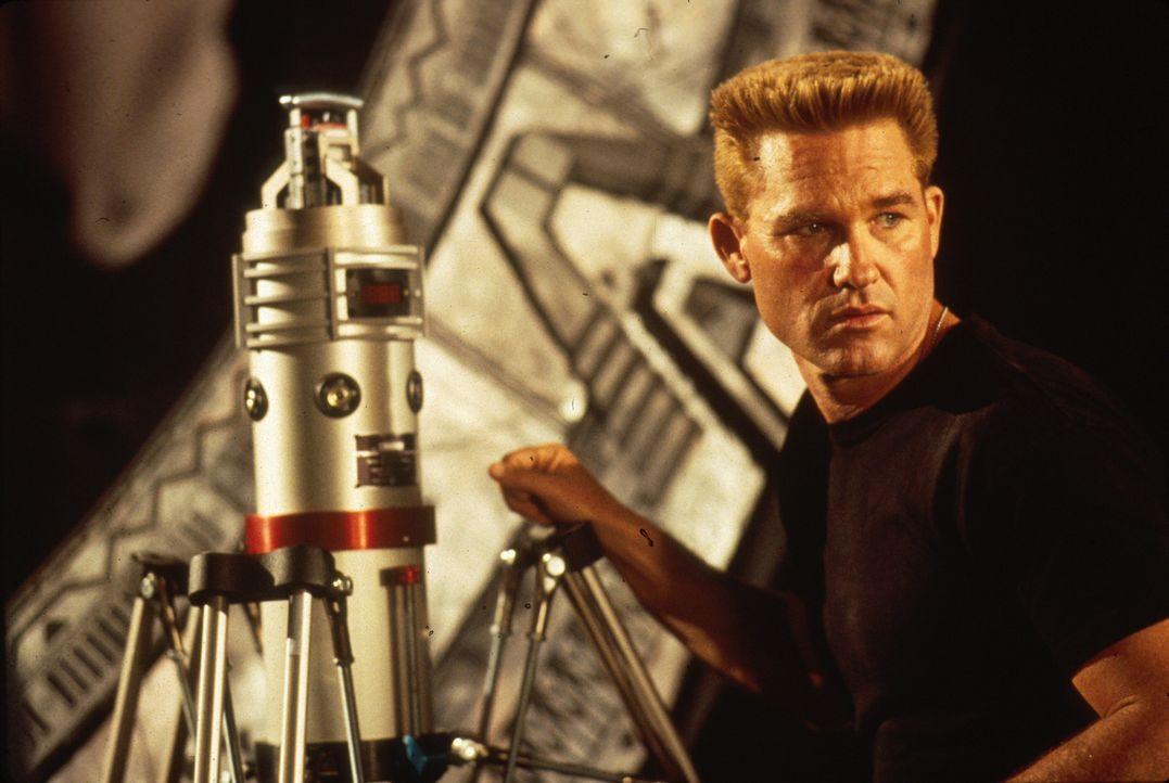 Sein Auftrag lautet: Stargate vernichten, sofern sich am anderen Ende Sicherheitsrisiken finden, die dies notwendig machen: Colonel Jack O'Neil (Kur...