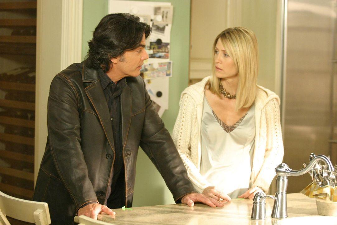 Sandy (Peter Gallagher, l.) erklärt Rebecca, dass er nicht mehr ihr Anwalt sein kann, da die Probleme mit seiner Frau schon groß genug seien und e... - Bildquelle: Warner Bros. Television