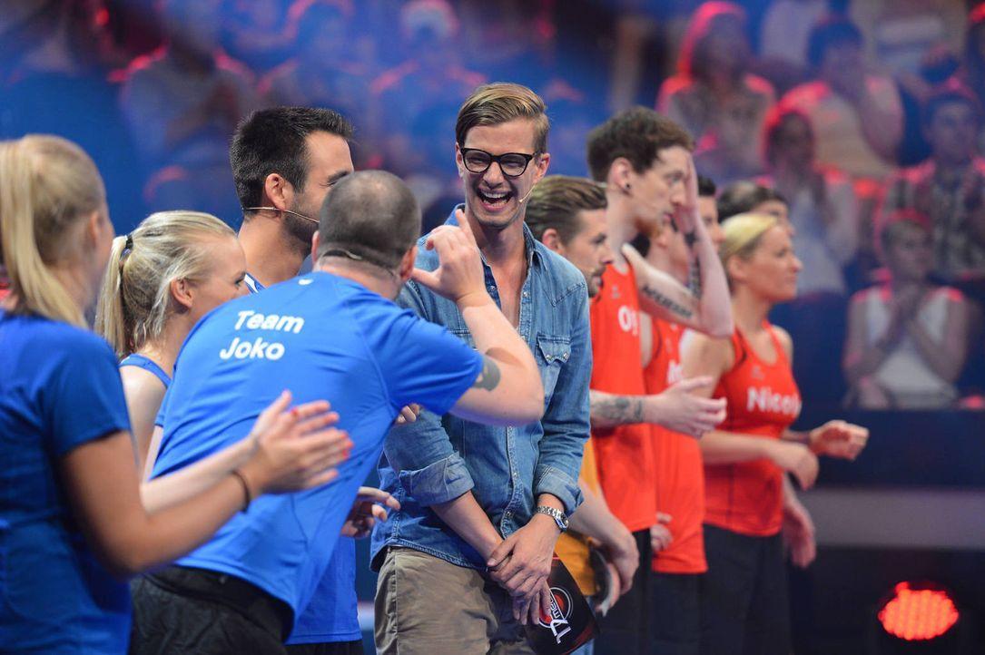 Kämpfen als Teamkapitäne an der Seite ihrer Mannschaft: Joko (5.v.l.) und Klaas (6.v.l.) ... - Bildquelle: Willi Weber ProSieben
