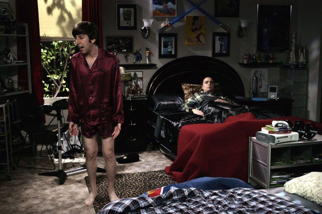 Da Penny seinem Wunsch, ihn von dem Geheimnis zu entlasten, nicht folgt, beschließt Sheldon (Jim Parsons, r.), bei Leonard auszuziehen und geht mit... - Bildquelle: Warner Bros. Television