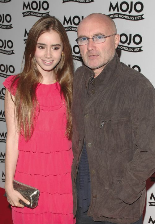 Phil Collins and Lily Collins - Bildquelle: Daniel Deme / WENN
