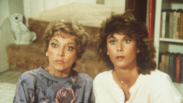 Dotty (Beverly Garland, l.) und ihre Tochter Amanda (Kate Jackson) haben eini...