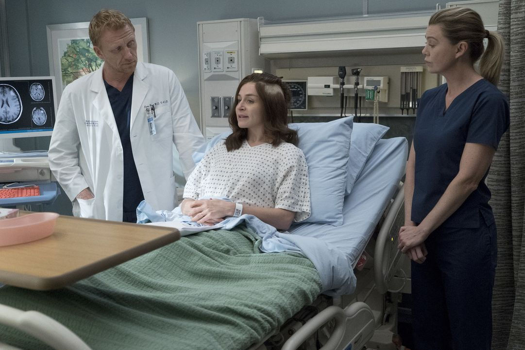 Während Amelia (Caterina Scorsone, M.) mit ihrer Genesung zu kämpfen hat, setzen Owen (Kevin McKidd, l.) und Meredith (Ellen Pompeo, r.) alles daran... - Bildquelle: Richard Cartwright 2017 American Broadcasting Companies, Inc. All rights reserved.