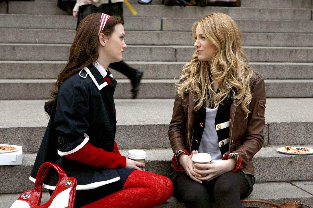 Serena (Blake Lively, r.) wird von Georgina erpresst. Diese weiß etwas über sie, dass sonst keiner ihrer Freunde weiß. Sie versucht sich Blair (L... - Bildquelle: Warner Bros. Television