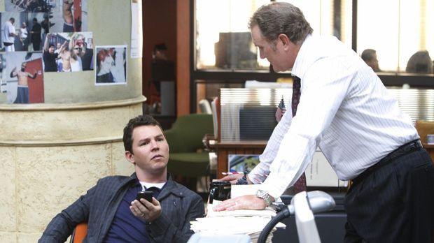 Detective Sammy Bryant (Shawn Hatosy, l.) glaubt, im aktuellen Fall versagt z...