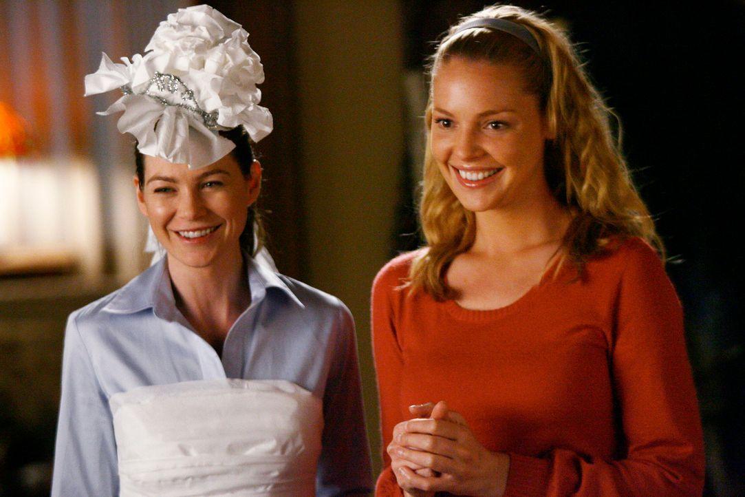 Versuchen Cristina etwas von ihrer Angst vor ihrer bevorstehenden Hochzeit zu nehmen: Meredith (Ellen Pompeo, l.) und Izzie (Katherine Heigl, r.) ... - Bildquelle: Touchstone Television