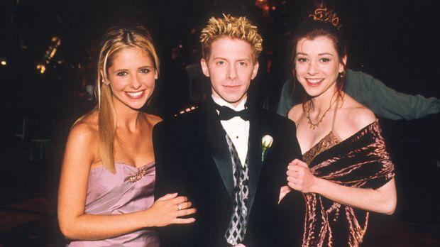Buffy (Sarah Michelle Gellar, l.), Oz (Seth Green, M.) und Willow (Alyson Han...