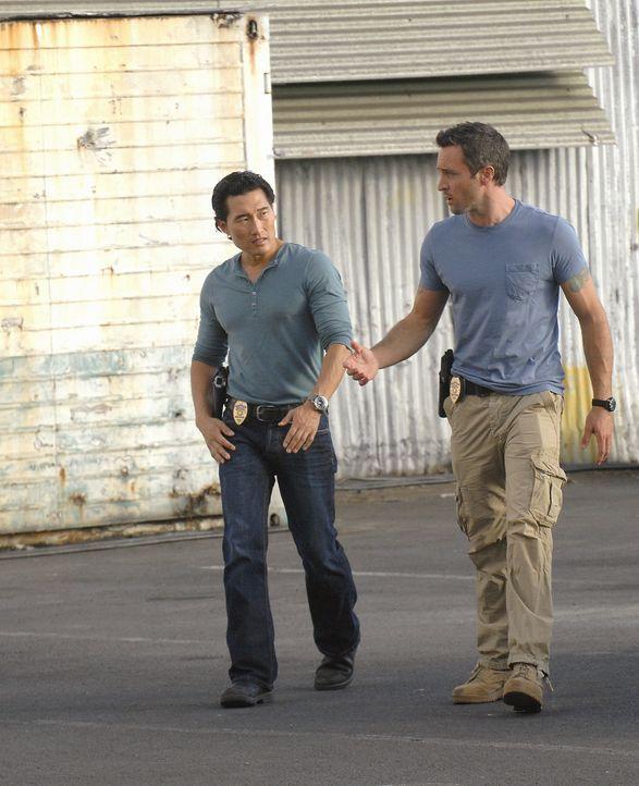 Ermitteln in einem neuen Fall: Steve (Alex O'Loughlin, r.) und Chin (Daniel Dae Kim, l.) ... - Bildquelle: TM &   2010 CBS Studios Inc. All Rights Reserved.