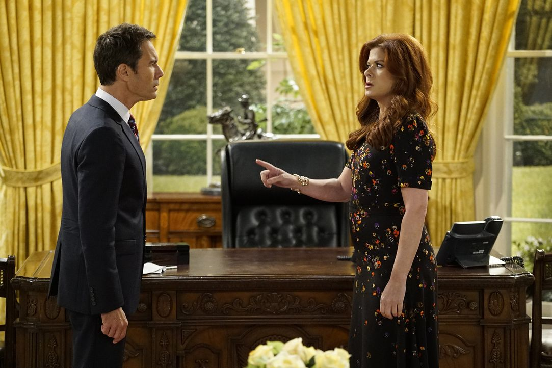 Sind geschockt, als sie ausgerechnet im Oval Office aufeinandertreffen: Will (Eric McCormack, l.) und Grace (Debra Messing, r.) ... - Bildquelle: Chris Haston 2017 NBCUniversal Media, LLC
