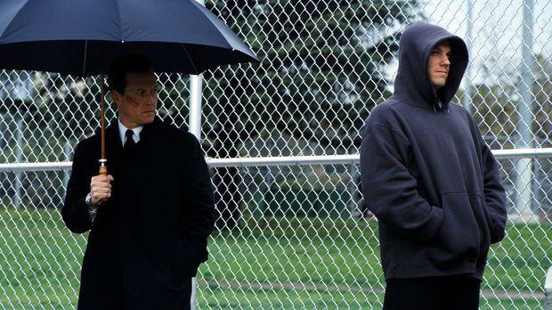 Doggett (Robert Patrick, l.) hofft von seinem heimlichen Informanten, Knowle...