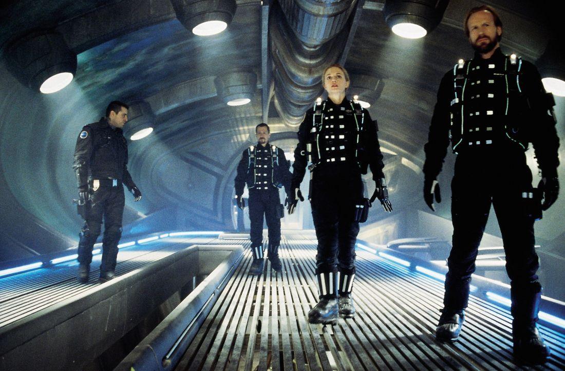 Im ihren Weg in die Zivilisation zurückzufinden, verbünden sich Major Don West (Matt LeBlanc, l.), Judy (Heather Graham, 2.v.r.) und John Robinson (... - Bildquelle: New Line Cinema