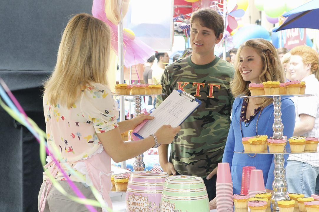 Heath (Zack Lively, M.) stellt Casey (Spencer Grammer, l.) seine kleine Schwester Heather (Caitlin Thompson, r.) vor ... - Bildquelle: 2010 Disney Enterprises, Inc. All rights reserved.