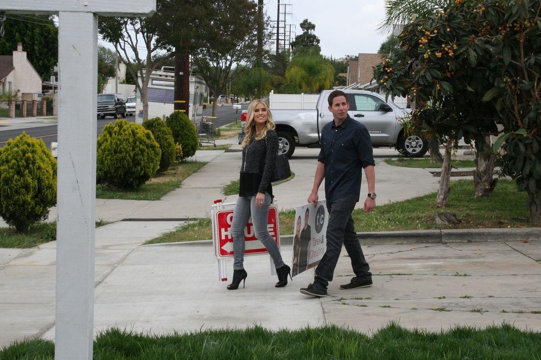 Hoffen, aus einer Ruine ein Traumhaus machen zu können: Christina (l.) und Tarek (r.) ... - Bildquelle: 2015,HGTV/Scripps Networks, LLC. All Rights Reserved