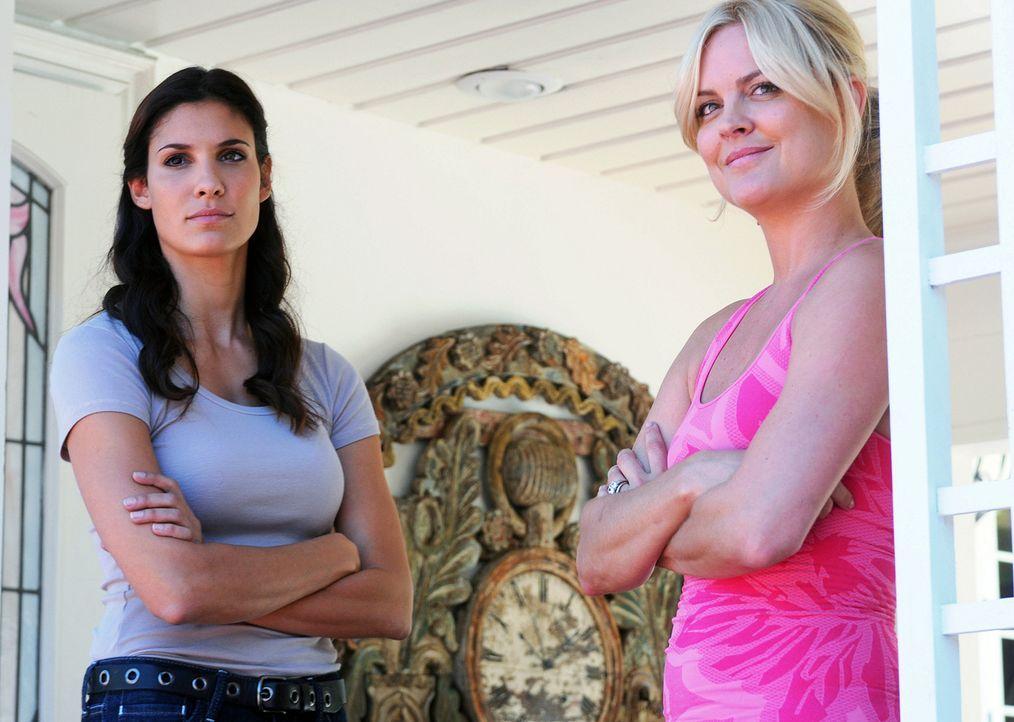 Als der Computerspezialist Calder entführt wurde, beginnt Kensi (Daniela Ruah, l.) sofort mit den Ermittlungen und nimmt sich zuerst Heather Marcum... - Bildquelle: CBS Studios Inc. All Rights Reserved.