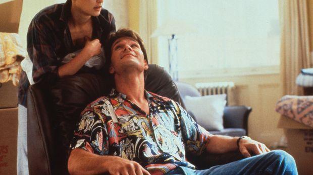 Der erfolgreiche Banker Sam (Patrick Swayze, r.) und seine aparte Freundin Mo...