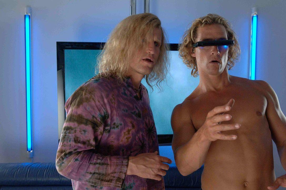Sein Manager, Jack Mayweather (Woody Harrelson, l.), hat Surf-Profi Steve Addington (Matthew McConaughey, r.) geraten, sich an die Fernseh- und Vide...