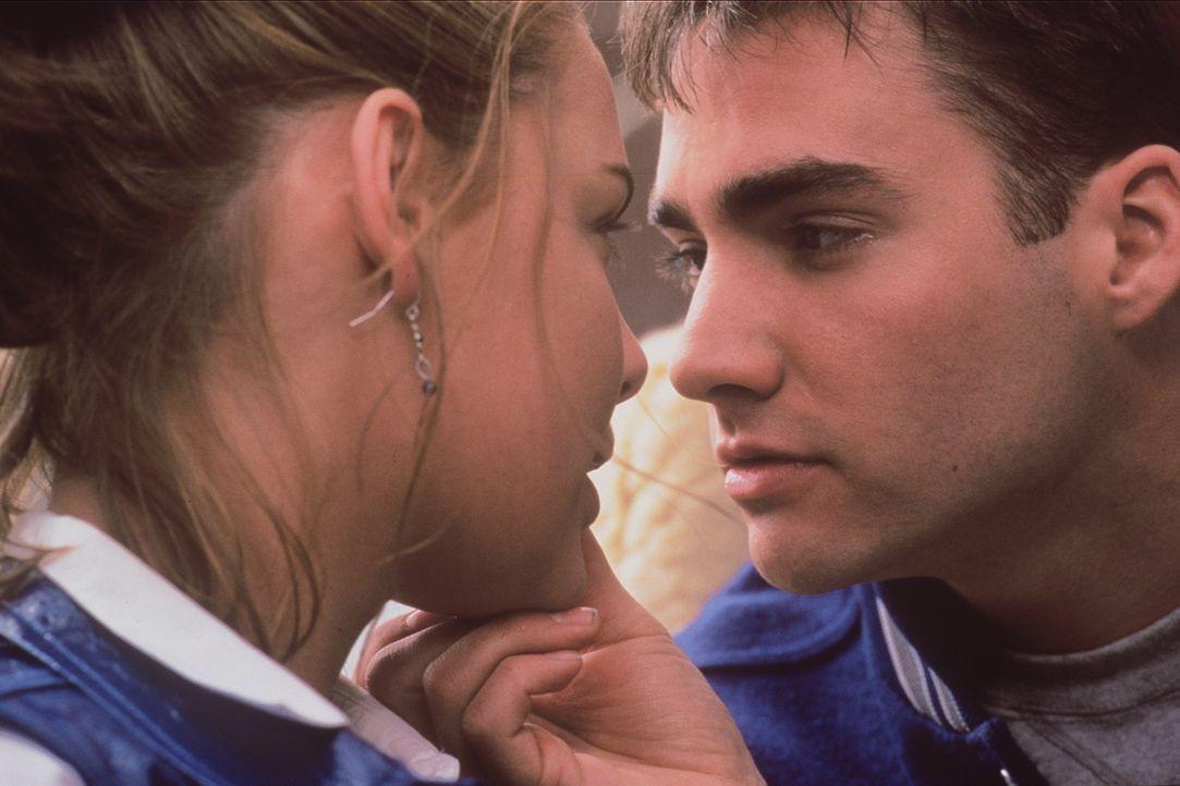Seit einiger Zeit ist die schöne Alexia (Katherine Heigl, l.) standesgemäß mit Kyle (Don Jeffcoat, r.) befreundet, dem heißesten Typen der Schul... - Bildquelle: Leucadia Film Corporation