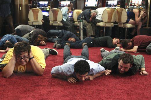 Scorpion - Als einige Männer das Casino überfallen, ahnen Sylvester (Ari Stid...
