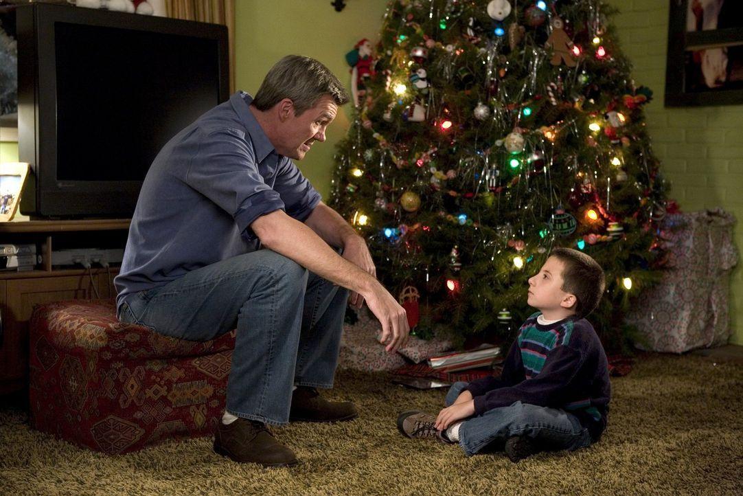 Bereiten zusammen das Weihnachtsfest vor: Mike (Neil Flynn, r.) und Brick (Atticus Shaffer, r.) ... - Bildquelle: Warner Brothers