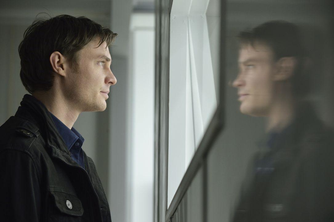 Evan (Max Brown) ist verzweifelt, weil er nun weiß, dass Catherine nichts für ihn empfindet, sondern für die Bestie Vincent, hinter der er seit Mona... - Bildquelle: Ben Mark Holzberg 2013 The CW Network, LLC. All rights reserved.