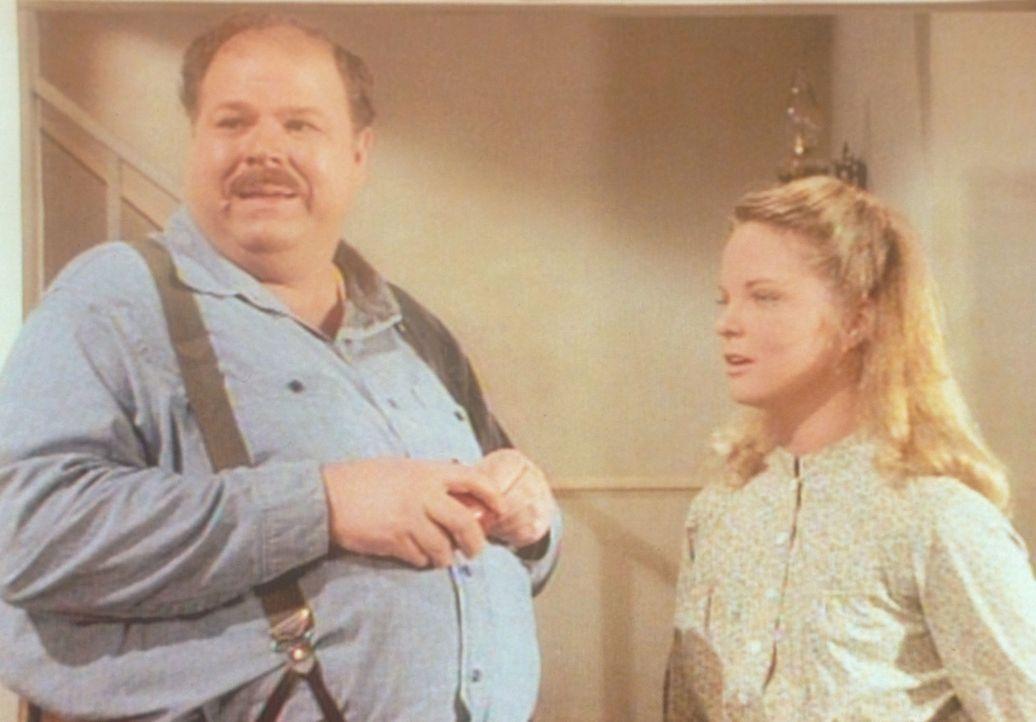 Der dicke John (Cliff Emmich, l.) wird wegen seines Aussehens oft verspottet. In Gesellschaft von Mary (Melissa Sue Anderson, r.) jedoch fühlt er s... - Bildquelle: Worldvision