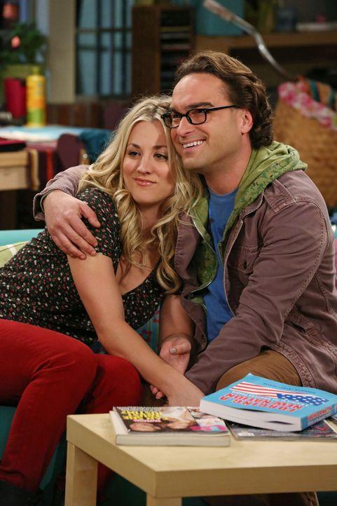 Als Penny (Kaley Cuoco, l.) mitbekommt, dass Leonard (Johnny Galecki, r.) von Alex angebaggert wird und ihm das auch noch gefällt, ist sie entsetzt... - Bildquelle: Warner Bros. Television