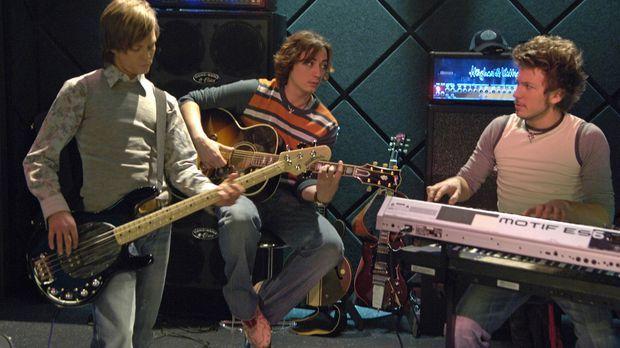 Vincent (Sascha Heymans, l.), Michael ( Nils Brunkhorst, M.) und Ninja (Ignaz...