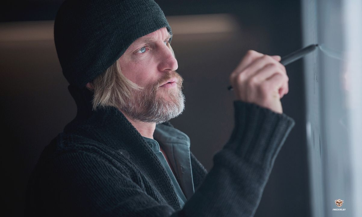 Haymitch (Woody Harrelson), ein ehemaliger Sieger der Hungerspiele, steht seinem Schützling Katniss stets mit Rat und Tat zur Seite ... - Bildquelle: Murray Close TM &   2014 Lions Gate Entertainment Inc. All rights reserved.