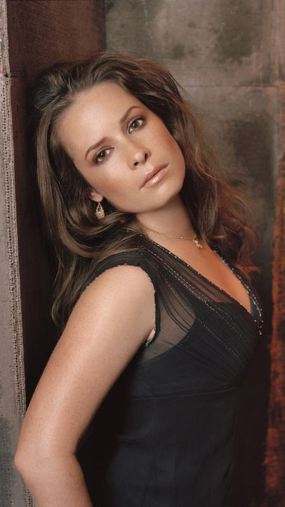 charmed-holly-marie-combs-paramount-pictures 750 x 1333